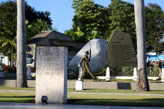 Ngôi mộ đá giản dị của lãnh tụ Cuba Fidel Castro - 6