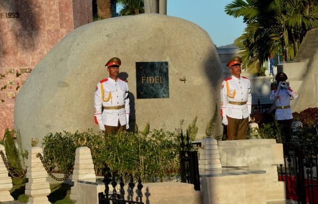 Ngôi mộ đá giản dị của lãnh tụ Cuba Fidel Castro - 2