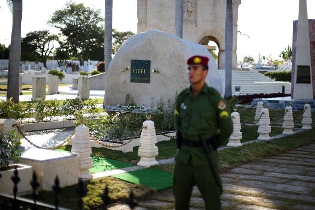 Ngôi mộ đá giản dị của lãnh tụ Cuba Fidel Castro - 4