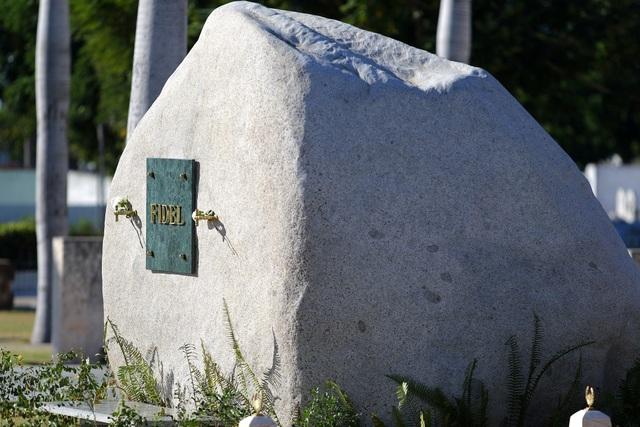 Ngôi mộ đá giản dị của lãnh tụ Cuba Fidel Castro - 9