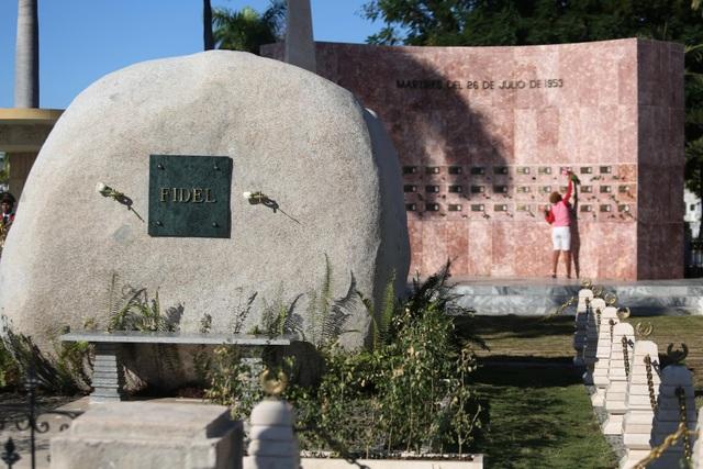 Ngôi mộ đá giản dị của lãnh tụ Cuba Fidel Castro - 11