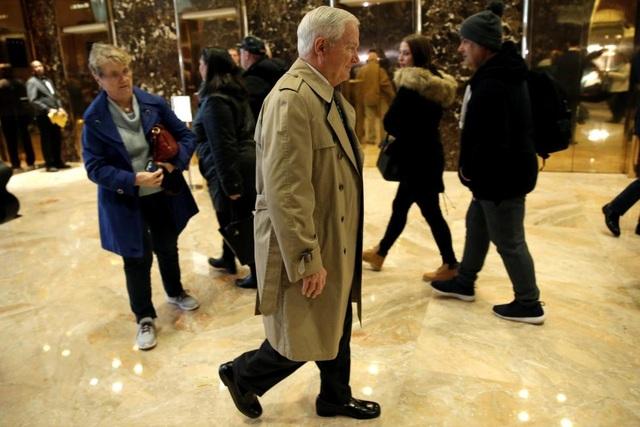 Cựu Bộ trưởng Quốc phòng Mỹ Robert Gates cũng ghé qua tháp Trump sau khi tỷ phú New York đắc cử tổng thống Mỹ.