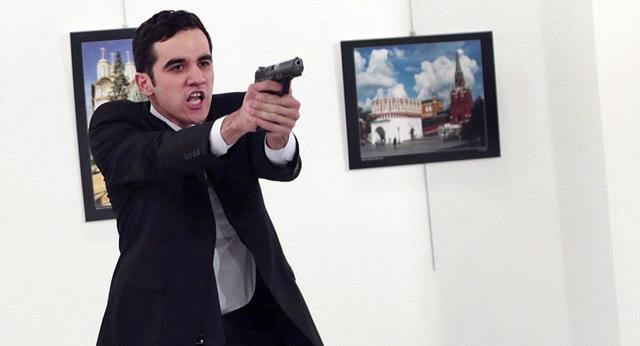 Mevlut Mert Altintas - kẻ ám sát Đại sứ Nga Andrey Karlov là một sĩ quan cảnh sát Thổ Nhĩ Kỳ (Ảnh: Sputnik)