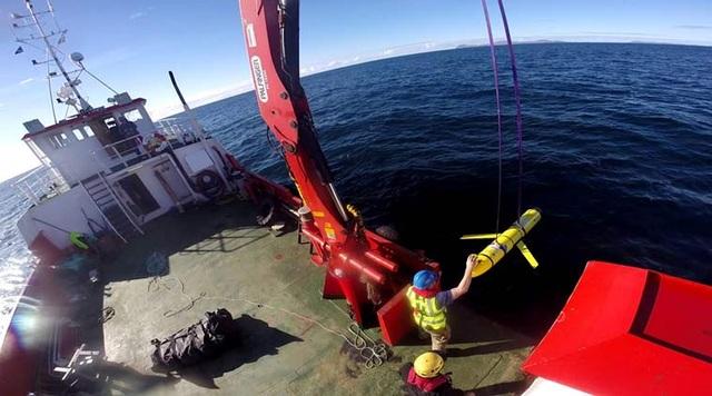 Thiết bị (màu vàng) tương tự tàu lặn không người lái mà Trung Quốc thu giữ của Mỹ ở Biển Đông hôm 15/12 (Ảnh: Getty)
