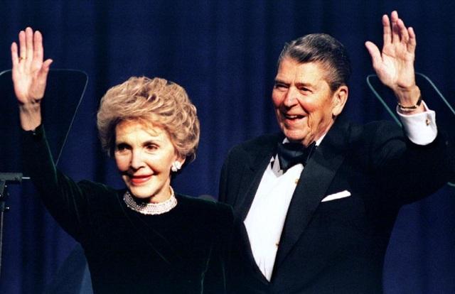 Cựu Đệ nhất phu nhân Mỹ, diễn viên Nancy Reagan qua đời ở tuổi 94.