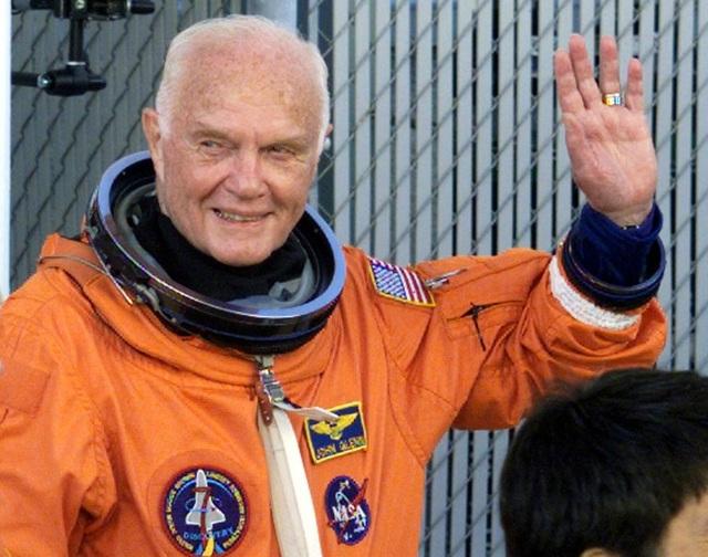 Nhà du hành vũ trụ, cựu Thượng nghị sĩ Mỹ John Glenn ra đi ở tuổi 95.