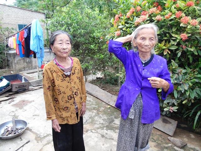Người dân thôn Trung Thôn cho biết họ đã bị thu lại 400 ngàn đồng trong số tiền 500 ngàn do đơn vị từ thiện tại TP Hồ Chí Minh trao tặng. (Ảnh Đặng Tài)