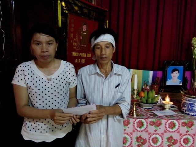 Chính quyền xã Hàm Ninh trao quà của Báo Dân trí đến gia đình nạn nhân Hà Xuân Thanh