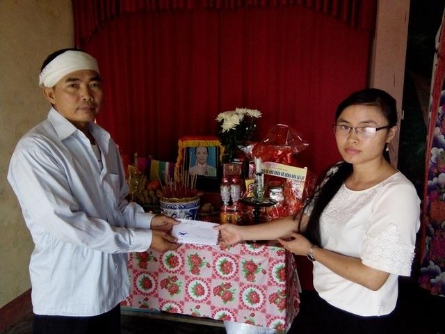 Chia sẻ mất mát cùng gia đình nạn nhân Võ Thị Lài, tại xã Võ Ninh, huyện Quảng Ninh