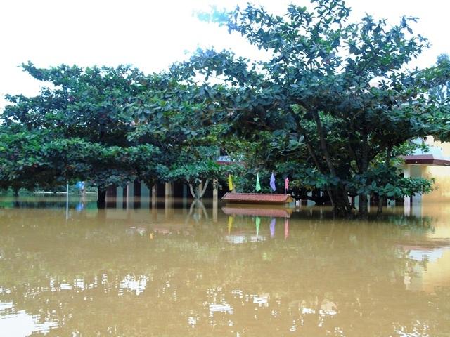 Hai trận mưa lũ vừa qua đã nhấn chìm hàng trăm trường học trên địa bàn Quảng Bình, gây thiệt hại lên đến gần 150 tỷ đồng (Ảnh: Đặng Tài)