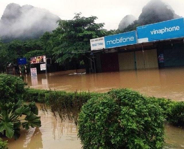 Nhiều nơi tại Quảng Bình tiếp tục bị ngập trong nước. (Ảnh M.K)