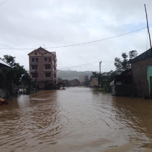 Quảng Bình tiếp tục mưa lớn, nguy cơ lũ lụt tái diễn - 1