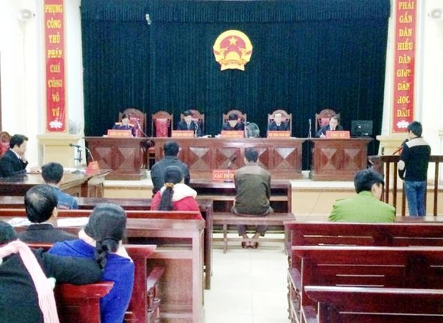 Toàn cảnh phiên toà xét xử bị cáo Đinh Phú Quang (Ảnh: C.H)