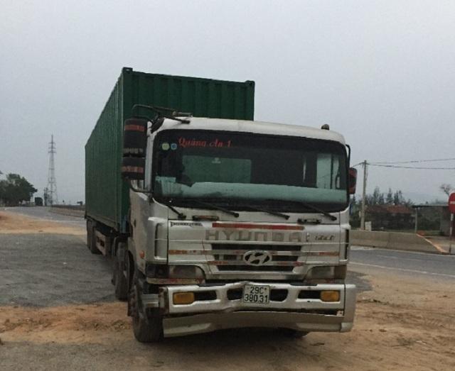 Chiếc xe gây tai nạn đã bị lực lượng CSGT chặn lại cách hiện trường gần 20km. (Ảnh T.T)