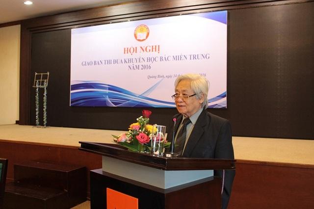 GS-TS Phạm Tất Dong, Phó Chủ tịch Thường trực kiêm Tổng thư ký Hội Khuyến học Việt Nam phát biểu tại hội nghị. (Ảnh Tiến Thành)