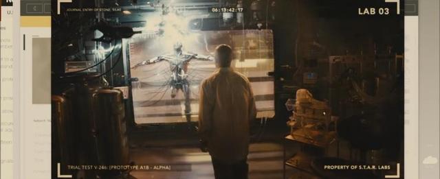"""Cyborg vốn là một vận động viên ngôi sao, sau khi trải qua một tai nạn kinh hoàng, cơ thể của Cyborg đã được """"lắp ghép"""" lại bởi người cha vốn là một nhà khoa học. Cyborg đã xuất hiện thoảng qua trong """"Batman v Superman""""."""
