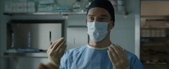 Nam diễn viên Cumberbatch sẽ vào vai bác sĩ giải phẫu thần kinh Stephen Strange. Sau một tai nạn xe hơi khủng khiếp, bác sĩ Strange rơi vào một thế giới bí ẩn của phép thuật thần kỳ.