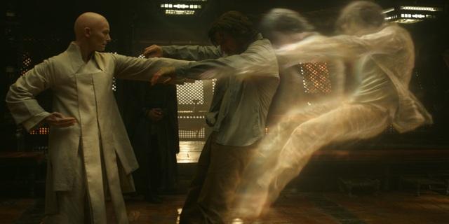 """Đạo diễn Scott Derrickson - người chịu trách nhiệm dàn dựng """"Doctor Strange"""" - cho biết yếu tố hình ảnh của phim sẽ hoàn toàn khác biệt so với những phim siêu anh hùng trước đây của Marvel."""