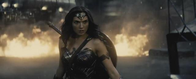 """Nữ diễn viên của """"Fast & Furious"""" - Gal Gadot - đã có sự xuất hiện khởi đầu trong vai Wonder Woman ở """"Batman v Superman"""" (2016), Galdot nhận được nhiều sự khen ngợi vì diễn xuất ấn tượng. Wonder Woman sẽ là nhân vật nữ siêu anh hùng đầu tiên trong tuyến các nhân vật siêu anh hùng của Marvel và DC có được một bộ phim của riêng mình kể từ sau """"Elektra"""" (2005)."""
