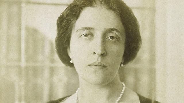 Quý bà Adele Bloch-Bauer trong một bức ảnh chụp vào khoảng năm 1910. Xuất thân trong một gia đình Do Thái giàu có ở thành Vienna, bà là một nhà bảo trợ hào phóng.