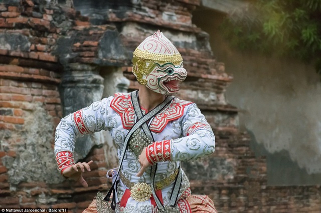 Ở thời kỳ đỉnh cao huy hoàng, vũ điệu Khon chỉ được biểu diễn bởi những vũ công của Hoàng gia Thái, trong những sự kiện trọng đại của đời sống cung đình.