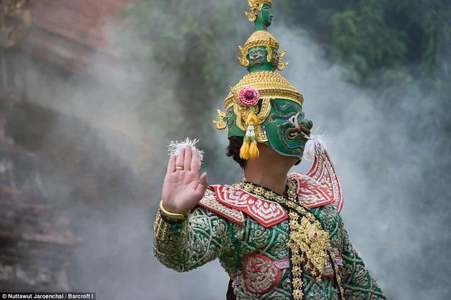Vũ điệu Khon có rất nhiều tiêu chí khắt khe trong biểu diễn mà một vũ công phải theo học trong khoảng 10 năm mới được cho là có thể nắm hết.