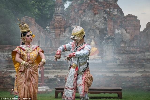 Nội dung của vũ điệu Khon lấy cảm hứng từ sử thi Ramayana.