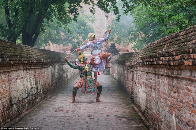 Những bức ảnh chụp các vũ công người Thái trong vũ điệu Khon - một trong những vũ điệu lâu đời nhất của văn hóa Thái.