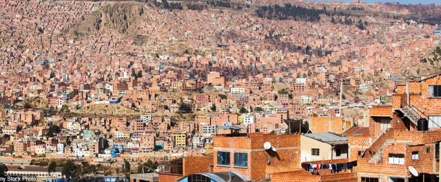 La Paz, thủ đô của Bolivia, đã chứng kiến sự gia tăng chóng mặt của các tòa nhà được xây dựng lên để đáp ứng nhu cầu về nhà ở của dân số tăng nhanh.