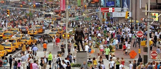 Quảng trường Thời đại ở thành phố New York là một trong những địa điểm hấp dẫn du khách nhất thành phố, vì vậy, cảnh tượng đông đúc là rất thường thấy ở nơi này.