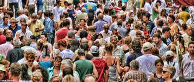 Ảnh chụp ở đảo quốc Malta thuộc khu vực Địa Trung Hải, cho thấy thêm một vùng đất nữa rơi vào cảnh quá đông người nhưng có quá ít không gian công cộng, đặc biệt là vào mùa hè, khi khách du lịch đổ về đây nhiều hơn hẳn.