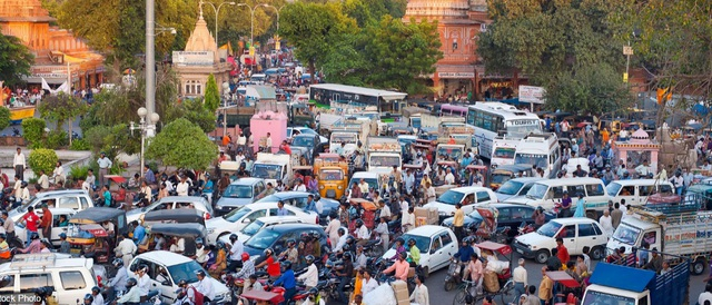 Giao thông tắc nghẽn là chuyện thường ngày ở thành phố Jaipur, bang Rajasthan, Ấn Độ.