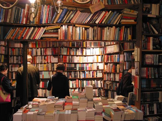 Kỳ lạ những người mua sách về chỉ để… ngắm - 2