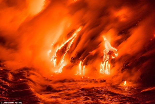 """Bức ảnh này trông như thể chụp """"cổng địa ngục""""."""