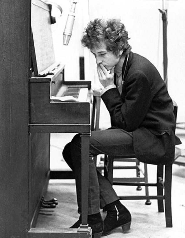 1965: Bob Dylan trong phòng thu.