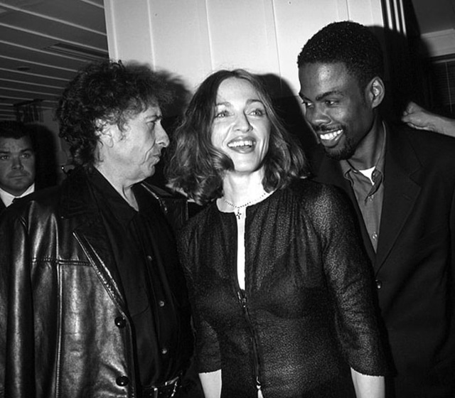 1999: Bob Dylan, Madonna và Chris Rock cùng xuất hiện tại lễ trao giải Oscar.