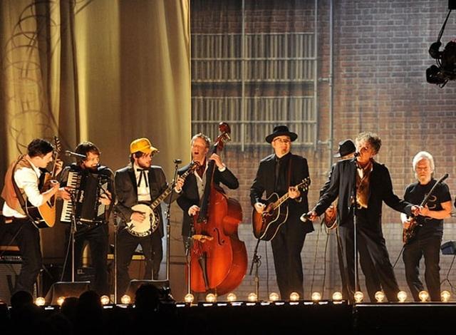 2011: Hai ban nhạc rock - Mumford & Sons và Avett Brothers - cùng biểu diễn với Bob Dylan tại lễ trao giải Grammy 2011.