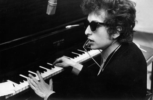 Trong số những người tìm mua sách in lời bài hát của Bob Dylan, không ít người đã tìm thấy trong đó những ý thơ dạt dào