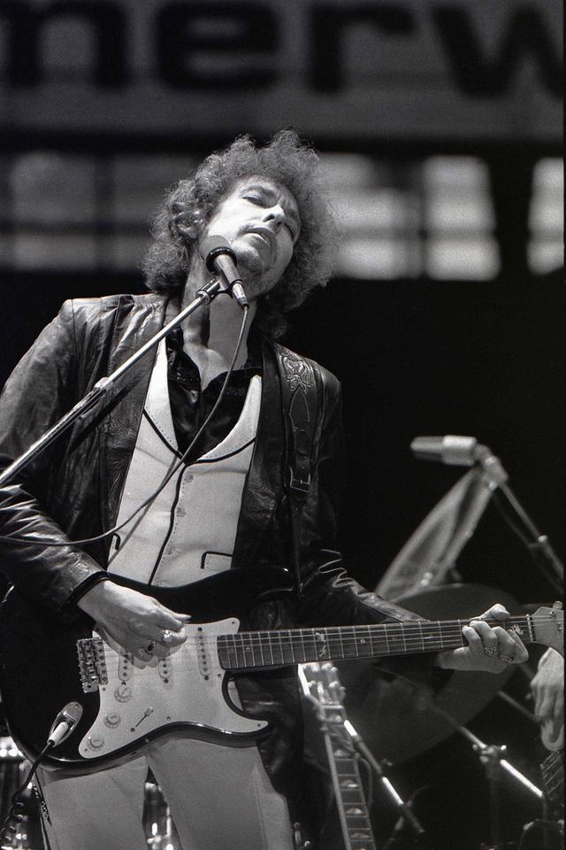 """Bob Dylan """"không buồn quan tâm"""" tới giải Nobel Văn học - 5"""