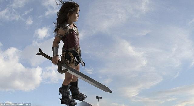 Nellee thường dành ra vài tiếng mỗi ngày để luyện tập nhập vai Wonder Woman một cách đầy hào hứng.