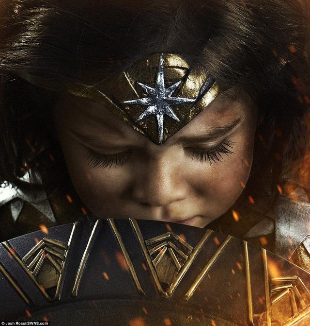Bản thân nhiếp ảnh gia Josh Rossi cũng rất ngỡ ngàng về khả năng nhập vai và tạo dáng của cô con gái nhỏ.