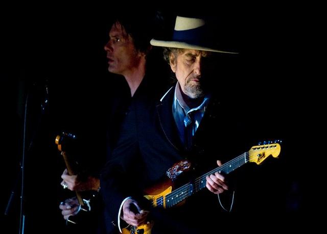 Lý giải sự im lặng của Bob Dylan trước giải Nobel Văn học - 1
