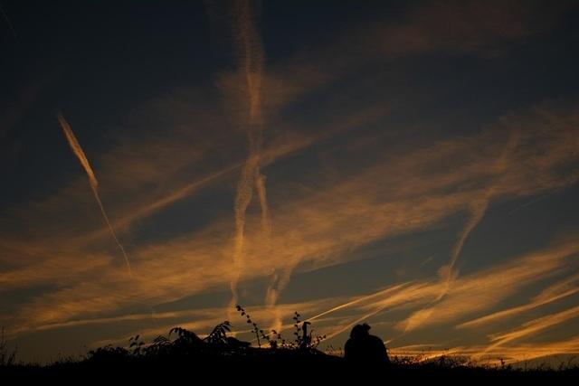 Mặt trời lặn trong chiều thu ở Pamplona, Tây Ban Nha.