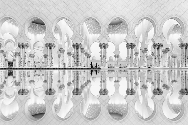 Giải nhì thuộc về tay máy Ali Al Hajri (Các Tiểu vương quốc Ả Rập Thống nhất) với tác phẩm ảnh chụp Nhà thờ Hồi giáo Sheikh Zayed.