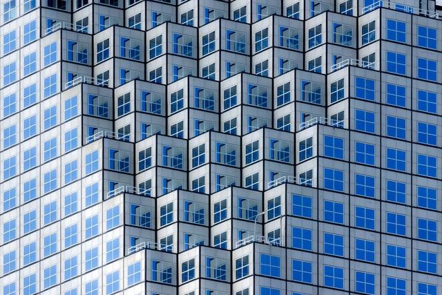 Giải ba thuộc về tay máy Roberto Tagliani (Ý) với tác phẩm chụp một tòa nhà chọc trời ở thành phố Miami (Mỹ).
