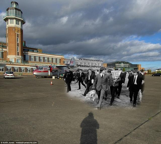 Sân bay Speke ở Liverpool trong một lần đón The Beatles đi lưu diễn trở về hồi năm 1964. Rất đông fan hâm mộ trung thành ở thành phố quê nhà đã ra sân bay đón các chàng trai.