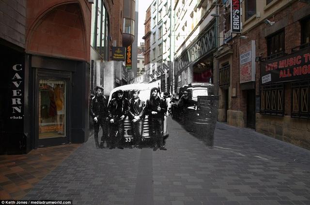 Bốn chàng trai huyền thoại cùng xuất hiện trên phố Mathew, bên ngoài quán bar quen thuộc nơi họ thường biểu diễn từ thuở còn vô danh.