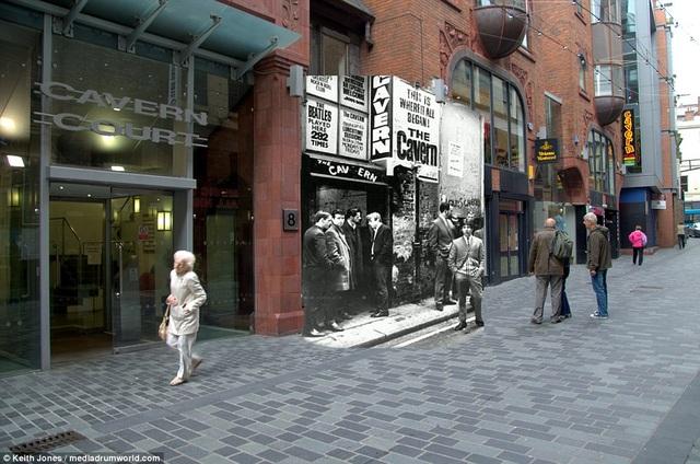 """Thuở ấy, Cavern Club nằm trên phố Mathew là một địa điểm quen thuộc của những người yêu nhạc sinh sống tại Liverpool. Quán luôn tấp nập người ra vào. Giờ đây, Cavern Club đìu hiu, lặng lẽ, chỉ còn là một chứng nhân thầm lặng cho """"cơn sốt"""" một thời từng lan khắp thành phố."""