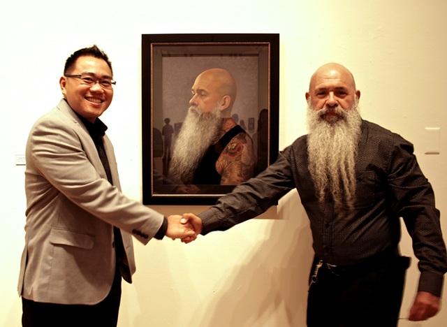 Họa sĩ Cường Nguyễn (trái)