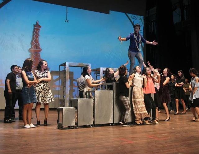 """""""Cuộc sống Paris"""" lộng lẫy phong cách Broadway - 2"""